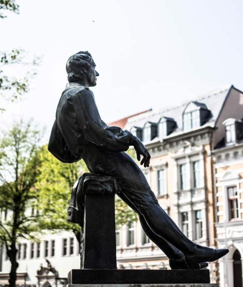 A estátua do jovem Bach